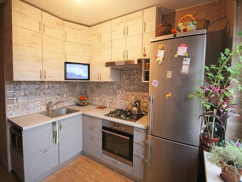 Кухня с фасадами ЛДСП на заказ